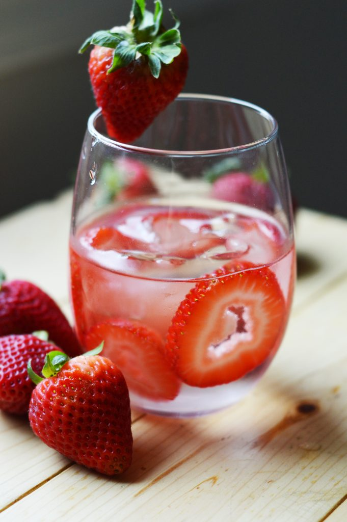 Enjoy a nice glass of strawberry detox water to help you lose weight along with other great benefits! - courtneypies.com | #detox #detoxwater #water #infusedwater #recipe